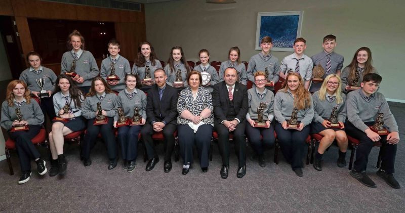 REPRO FREE. 22/05/2018 2018 Colàiste Daibhèid Award winners with Tadhg Ò Laighin, Principal, Màire Uì Bhriain, Chairperson Board of Management and Pòl Ò Sìodhchàin, Deputy Principal. Colàiste Daibhèid Annual Awards, Gradaim na Scoile, at the Clayton Hotel Cork City, Lapps Quay, Cork. Picture: Jim Coughlan.