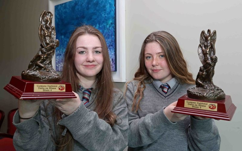 REPRO FREE. 22/05/2018 Roisin Nì Dheasùnaigh, 4th Year Student of the Year and Càit Nì Drisceoil, 3rd Year Student of the Year, with their awards. Colàiste Daibhèid Annual Awards, Gradaim na Scoile, at the Clayton Hotel Cork City, Lapps Quay, Cork. Picture: Jim Coughlan.